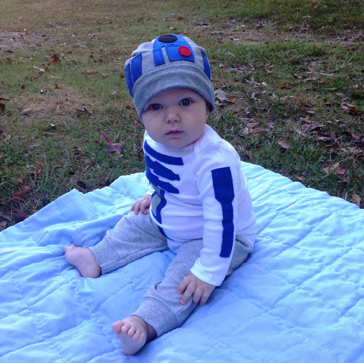 halloween2014 (3)  sc 1 st  Two Girls Blog - WordPress.com & DIY Darth Vader and Baby R2D2 Costumes | Two Girls Blog
